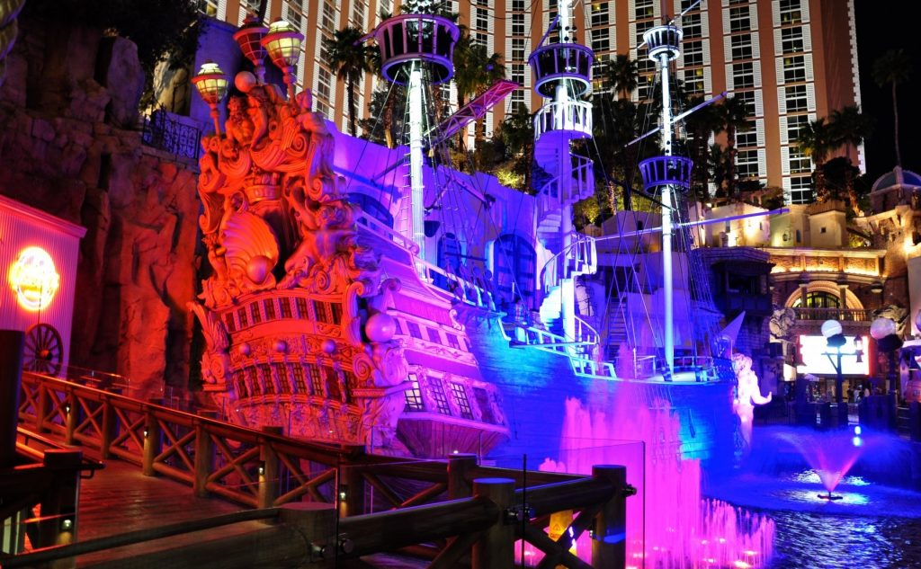 Treasure Island Las Vegas | Boat light and fire Show